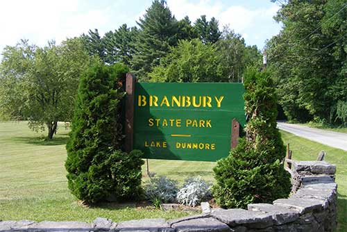 The entrance sign to Branbury State Park